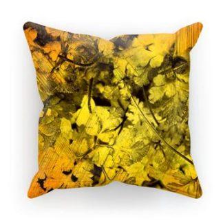 Høst pyntepute i solgul farge med sort mønster av blader